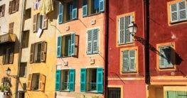 Bunte Häuser in Nizza